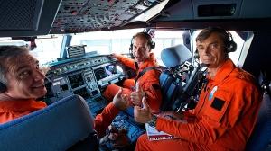 Mannskapet på første flyvning. Piloter var Phillippe Pellerin og Etienne Miche, mens Jean Paul Lambert overvåket det tekniske (S. Ramadier)