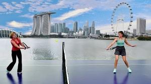 Chris Evert og Eugenie Bouchard med Singapore`s skyline i bakgrunnen (foto: STB)