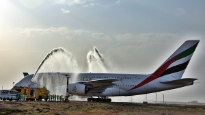 Emirates A 380 ble møtt med vannportal i Teheran (foto EK)