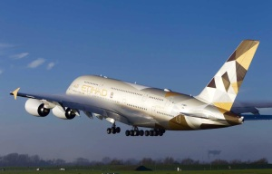 Etihad Airways skal ha fem A 380 i trafikk innen utgangen av 2015 (P. Masclet)
