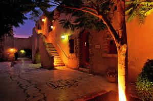 Amman byr på flere ulike typer hotell i ulike kategorier. Det er lokale og internasjonale hotell med 3 -5 stjerner (visitjordan.com)