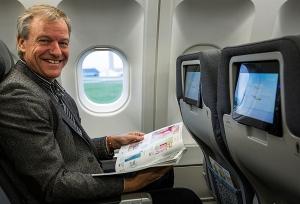 23. december 2014 blev den første Airbus A330 leveret i CPH Syd med nye, komfortable sæder med masser af benplads, og superskærme med USB stik til strøm og visning af egne videofilm på flyrejsen ved hver eneste plads. Administrerende direktør Torben Østergaard (190 cm) viser hvor stor benplads der er med de nye sæder. (Spies.dk)