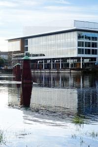 Karlstad CCC är ett av Nordens största kongress- och kulturhus med sina 24 000 kvadratmeter. Kongressalen tar upp till 1 604 personer. Dessutom finns det ytterligare 17 lokaler i varierande storlek. Den svanenmärkta restaurangen Karl IX har plats för 1 400 sittande gäster. (Martin S Götenstedt)